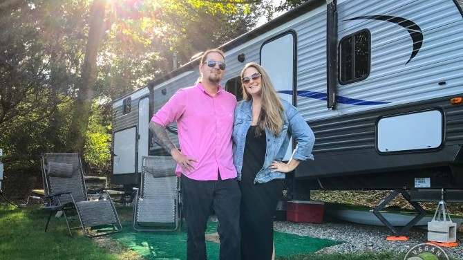 #RVLife with 5 Cats, a Dog, and a Chicken: A Vegtravelbuddies Interview with Vegan Voyagers' Aaron and Hayden Hall